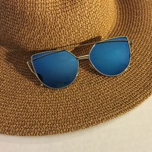 Cateye Mirrored Blue Oversized Sunglasses